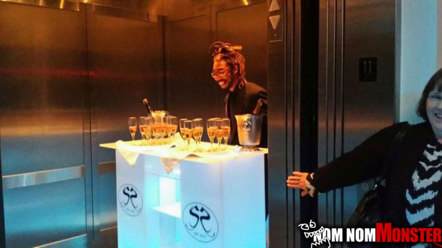 elevator-champagne-service